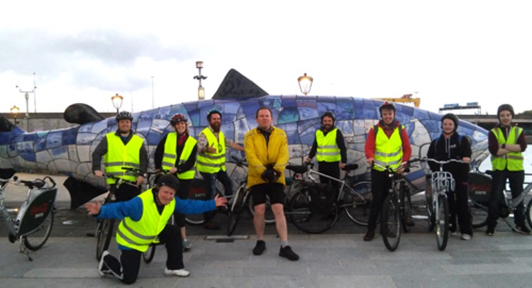 Cycling tour with tour guide system